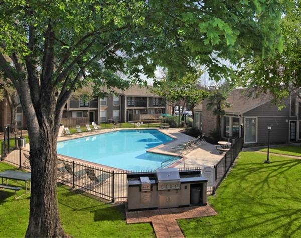 Lakewood Apartments - Premier Corporate Housing